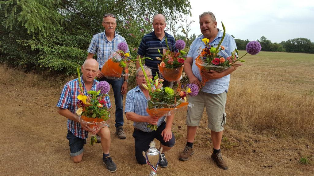 Huldigingen voor 40-jarig lidmaatschap en winst TKC-cup